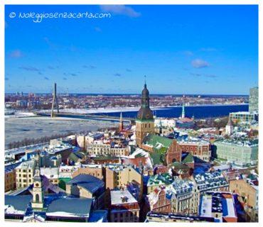 Location voiture sans carte de crédit à Riga - Lettonie